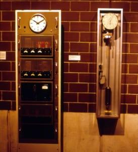 小型化された高精度時計